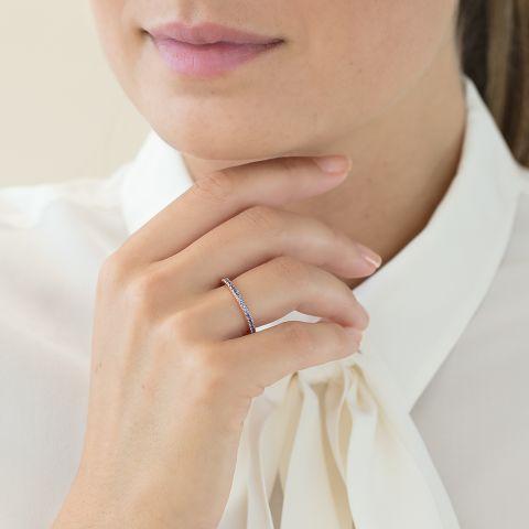 戒指镶嵌蓝宝石