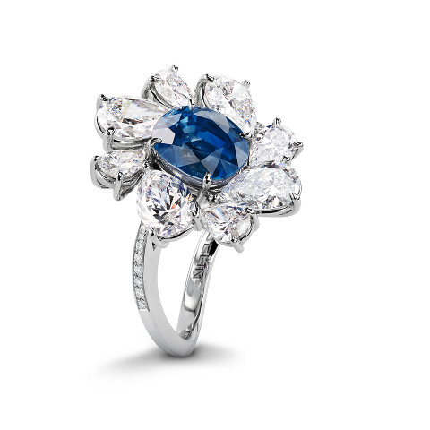 Ring with sapphire