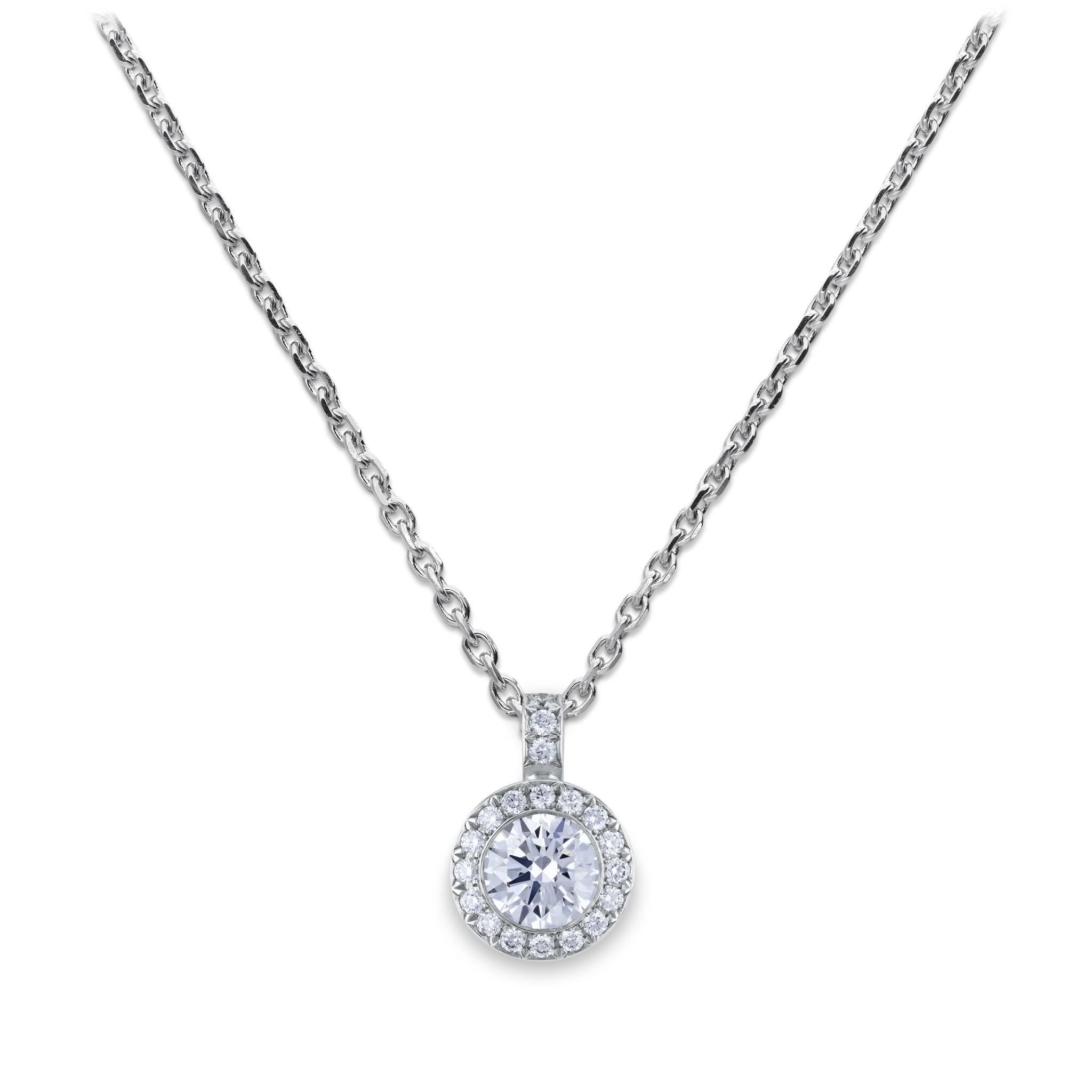 Necklace with diamond