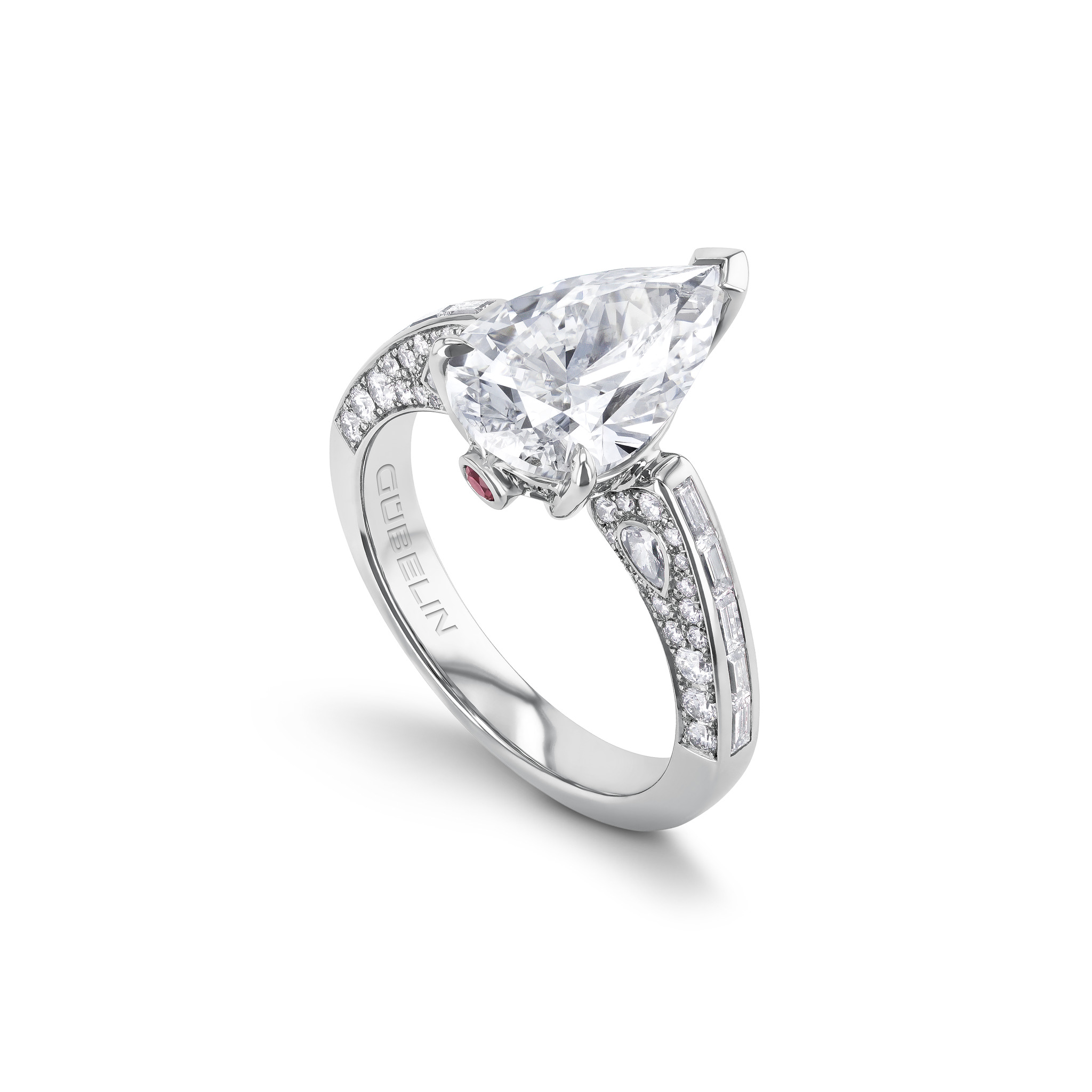 戒指镶嵌钻石
