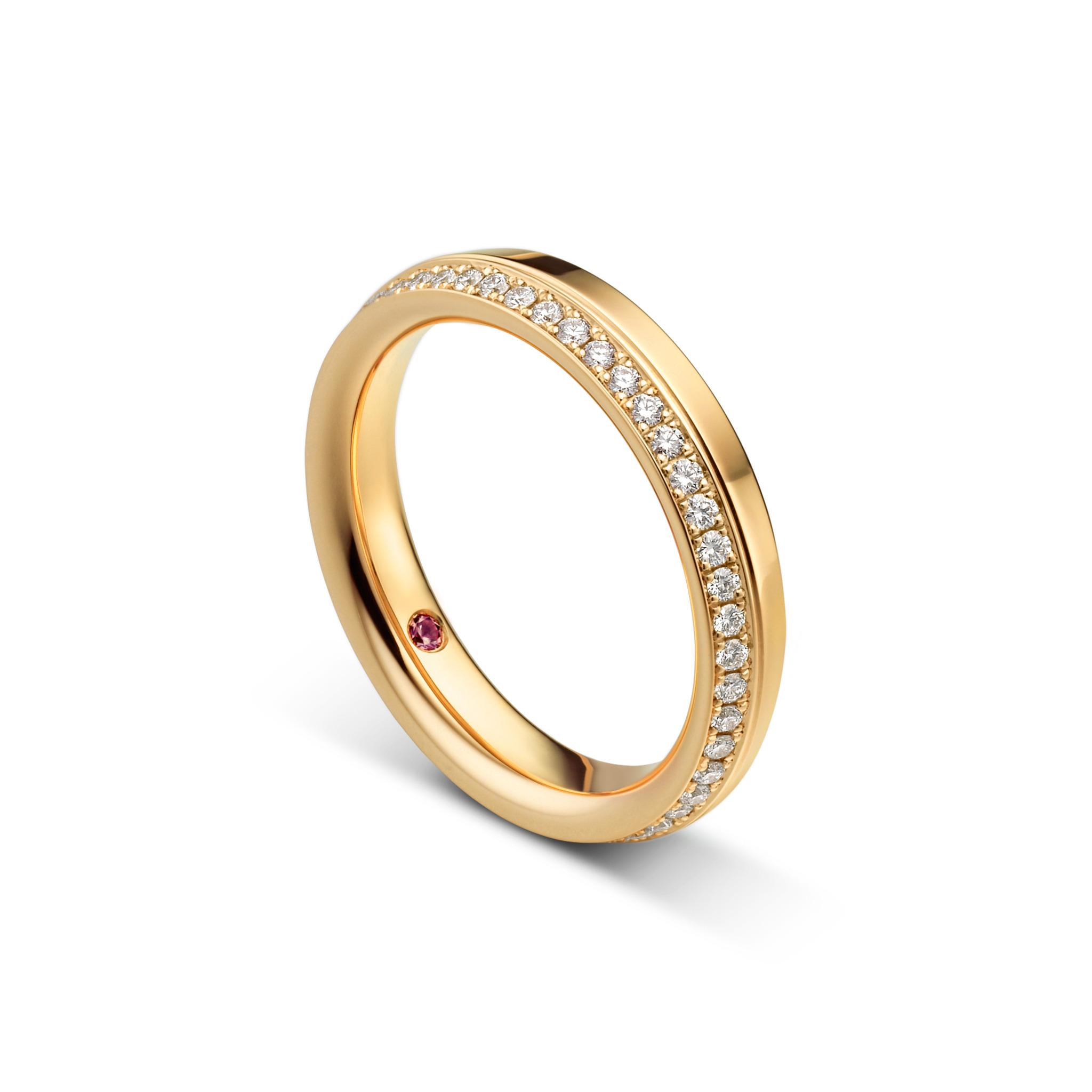 Wedding ring with diamonds