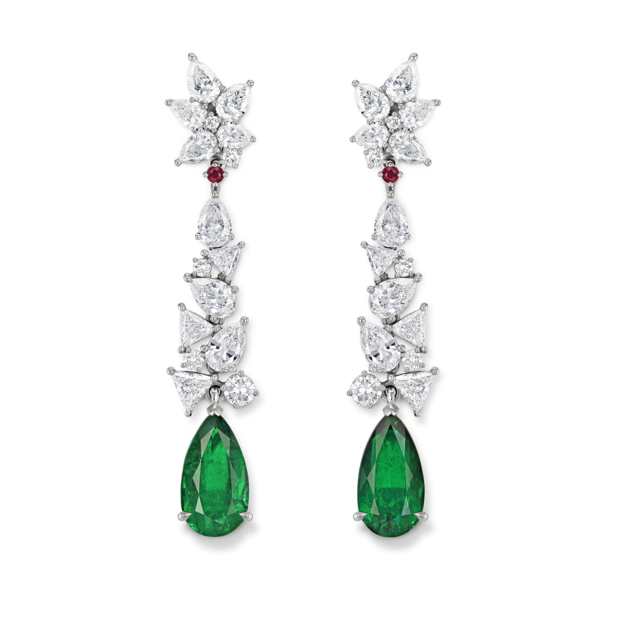 耳环镶嵌祖母绿