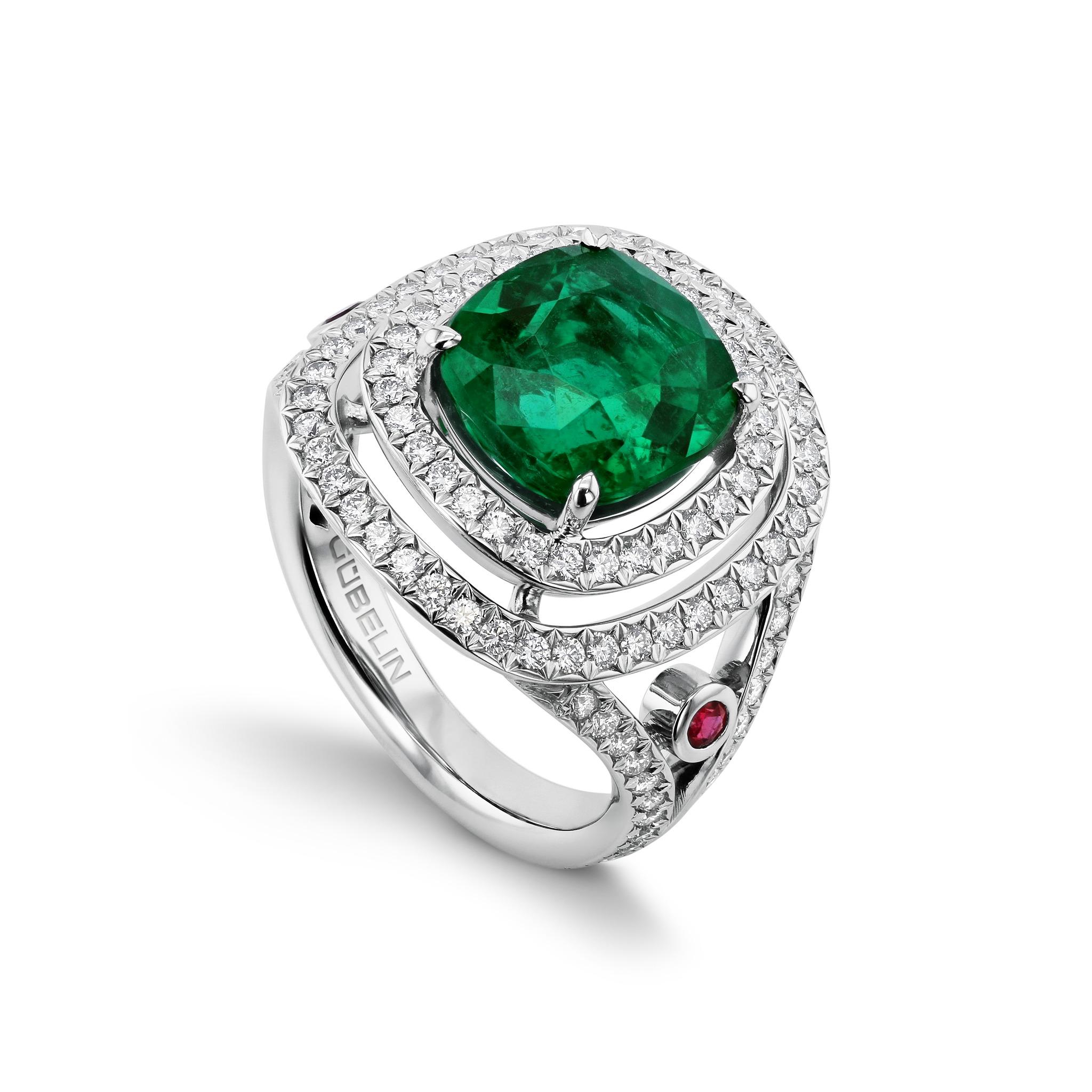祖母绿耳环