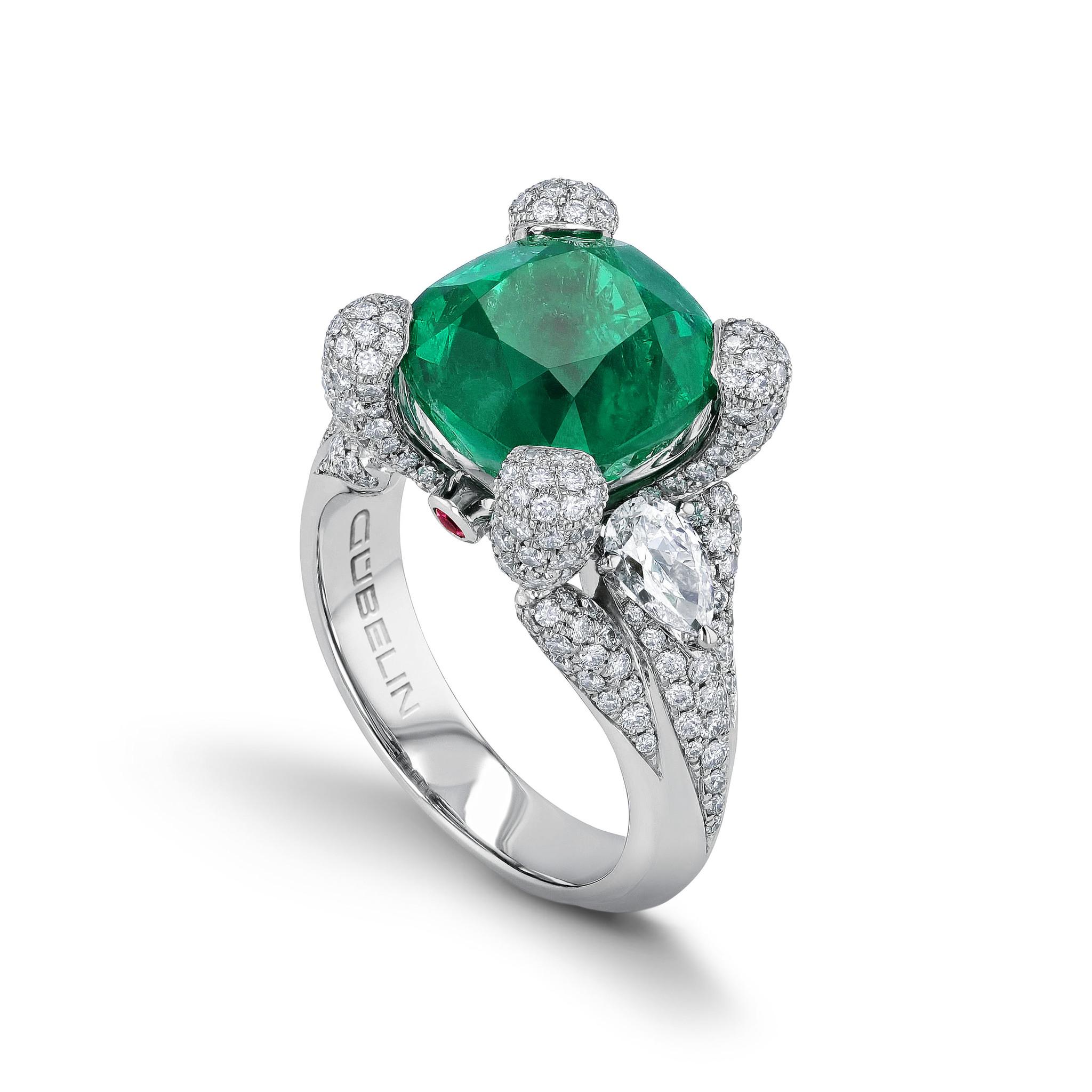 戒指镶嵌祖母绿