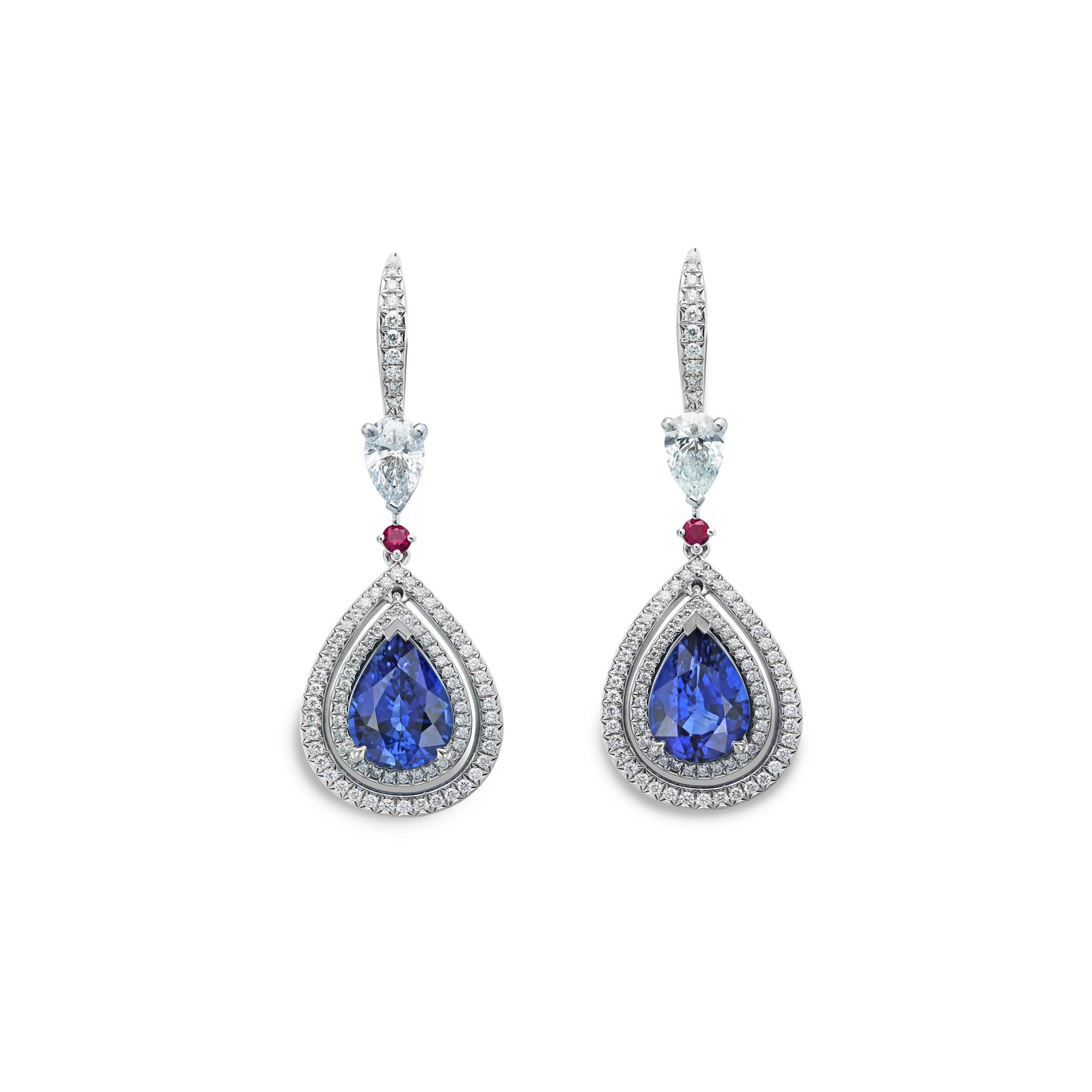 蓝宝石耳环