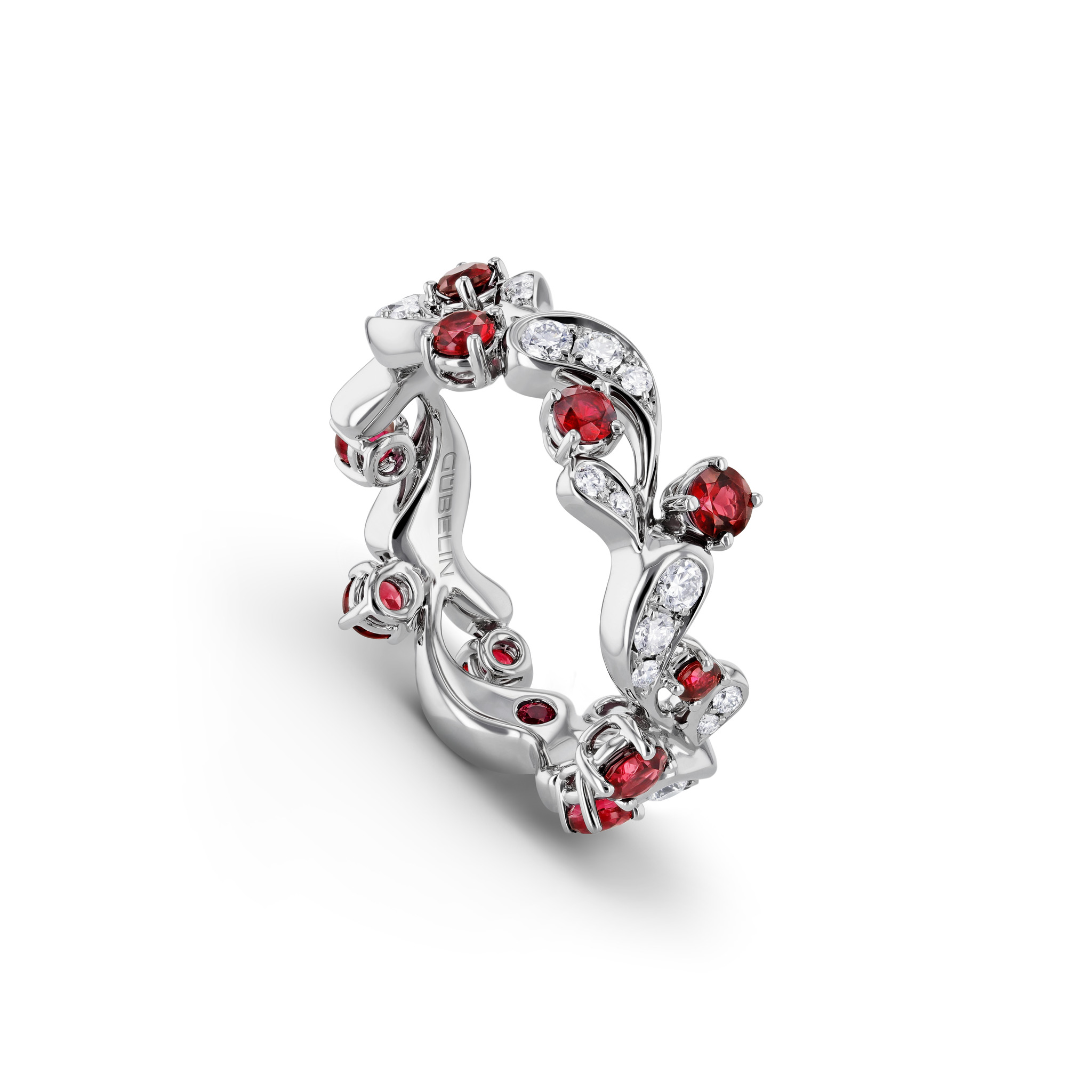 Ring with spinels