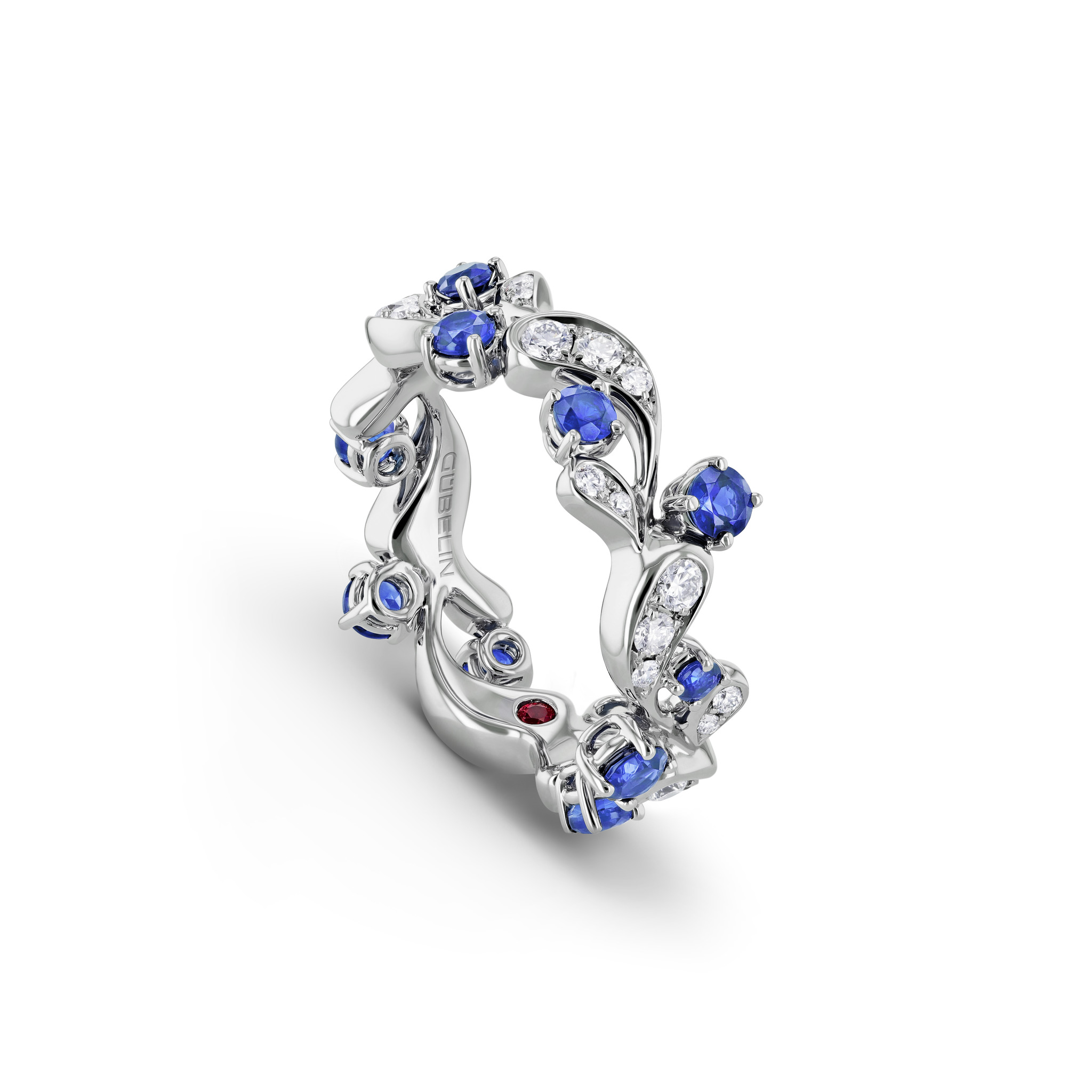 Ring with tanzanites